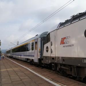 Nowoczesny pociąg IC w Redzie