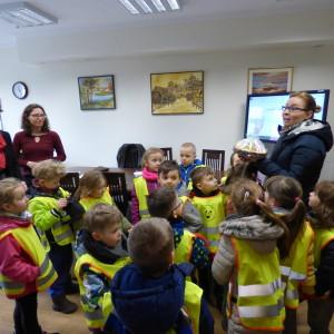 Przedszkolaki zwielkanocną wizytą wurzędzie