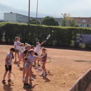 Zajęcia sportowe z tenisa ziemnego na redzkich kortach