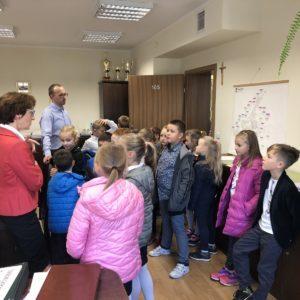 Dzieci z SP 6 z wizytą w Urzędzie Miasta w Redzie