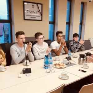 Młodzież polonijna z Łotwy na posiedzeniu Młodzieżowej Rady Miejskiej w Redzie