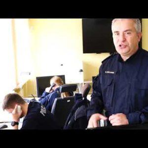 Policjanci przypominają oobowiązku korzystania zaplikacji KWARANTANNA DOMOWA