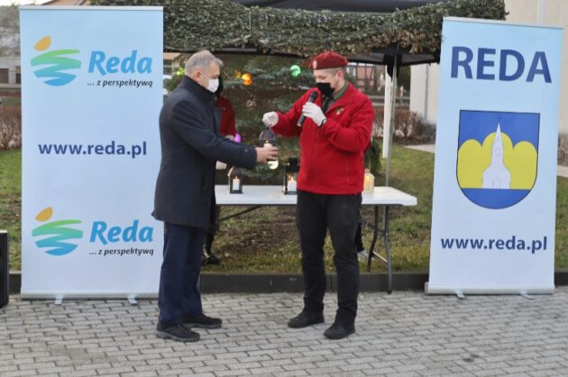 Burmistrz Miasta Redy odbiera Betlejemskie Światło Pokoj