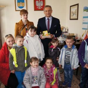 Przedszkolaki z Wielkanocną wizytą u Burmistrza