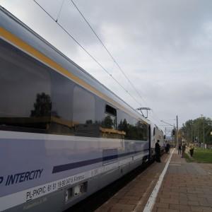 Nowoczesny pociąg IC wRedzie