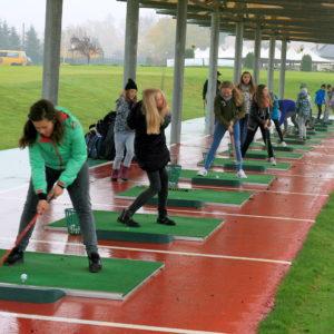 Sportowe sukcesy uczniów Szkoły Podstawowej nr 5 w Redzie nagrodzone wyjazdem na pole golfowe